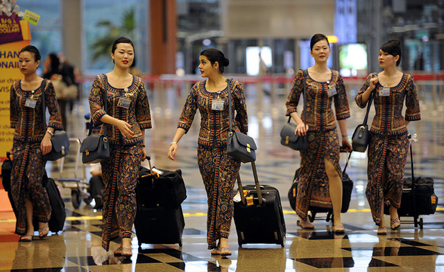 singapore-airlines-service-crew-bloomberg
